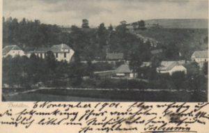 Ves Hořákov s budovou zámku okolo 1901